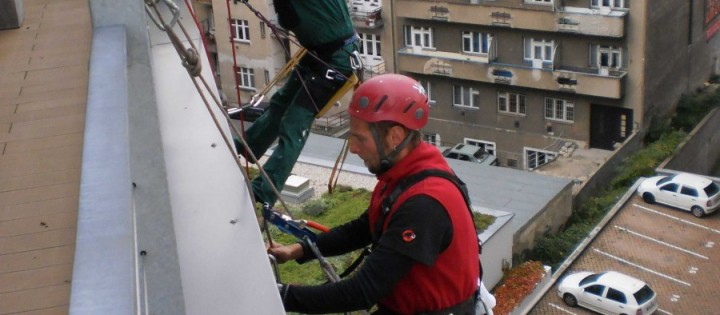Mytí oken a fasád ve výšce Praha