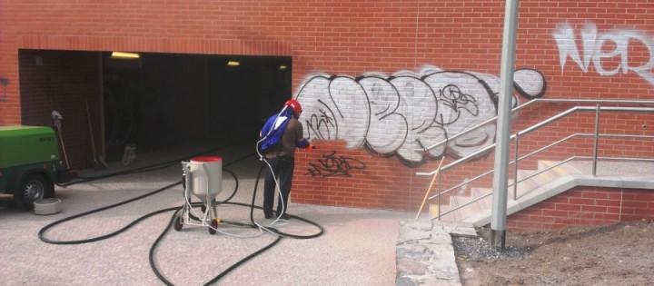 Odstranění graffiti - pískováním Praha